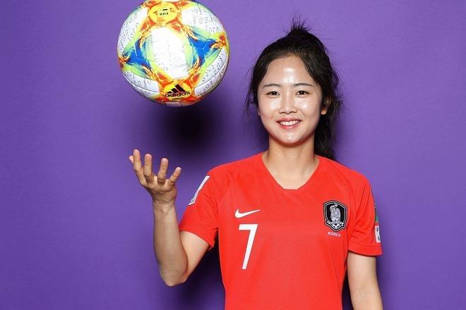 韓国女子代表、イ・ミナが白いミニワンピ姿でケガからの回復を報告!「眩しい」「女神だね」とファン歓喜