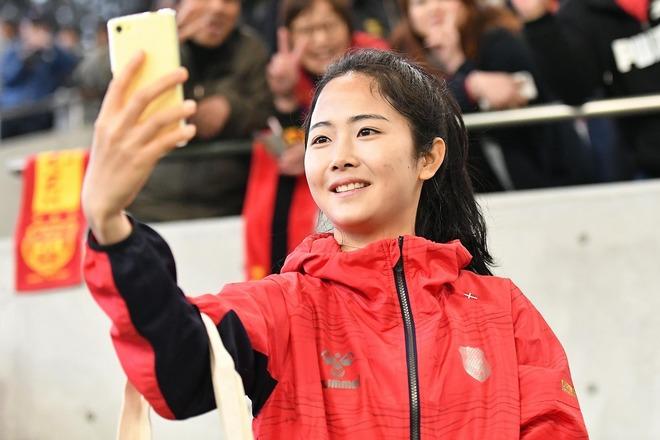 """「今日もカワイイ!」「眩しいぞ」韓国女子代表、イ・ミナの大人っぽい""""最新自撮り""""にファン反響!"""