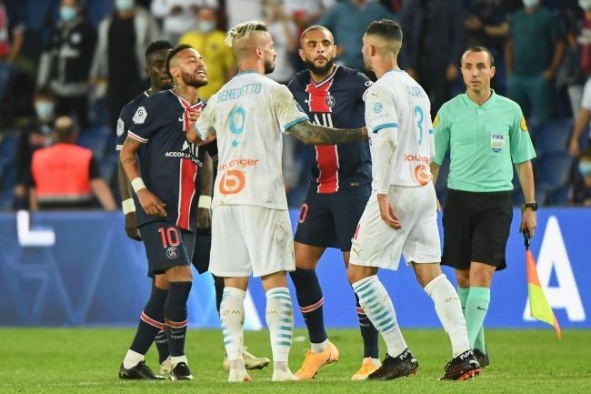 「人種差別は許されない」「悪い敗者だ」ネイマールとアルバロの対立が泥沼化! 両クラブも全面衝突へ