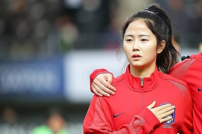 """「どんどん美しくなるね!」""""30歳""""になった韓国の女神、イ・ミナが披露したアダルトな私服姿に反響続々!"""