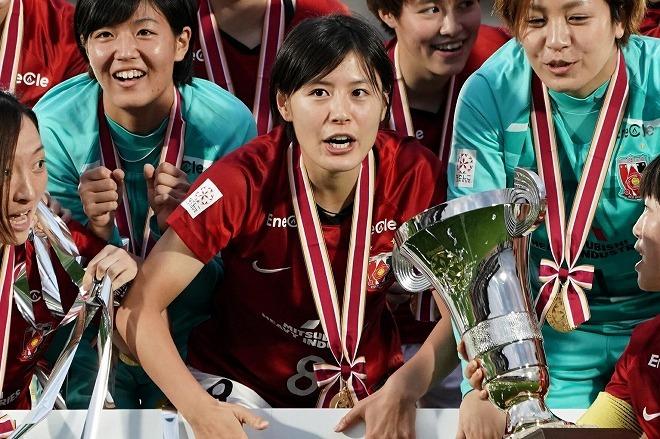 「むっちゃお茶目」とファンも祝福!浦和L・猶本光が6年ぶりのリーグ制覇に「最高のご褒美」と喜びの投稿