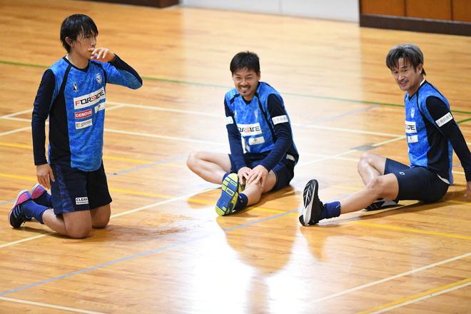 「マジで!?」「早く呼んでくれ!」ベトナム移籍を決断した松井大輔。チームメイトのカズ、俊輔の反応は?