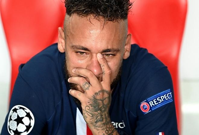 """「サッカーを辞めたい時もある…」ネイマールが過度な重圧への""""本音""""を吐露「人々は僕を嫌う」"""