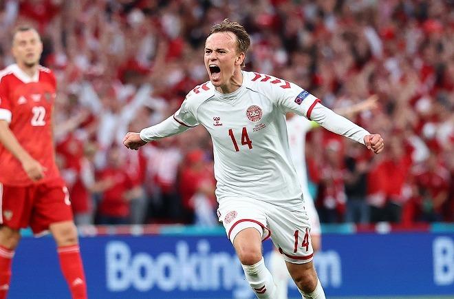 デンマークが怒涛の4ゴールでロシアに圧勝! 最下位からの大逆転で2位通過を決める【EURO】