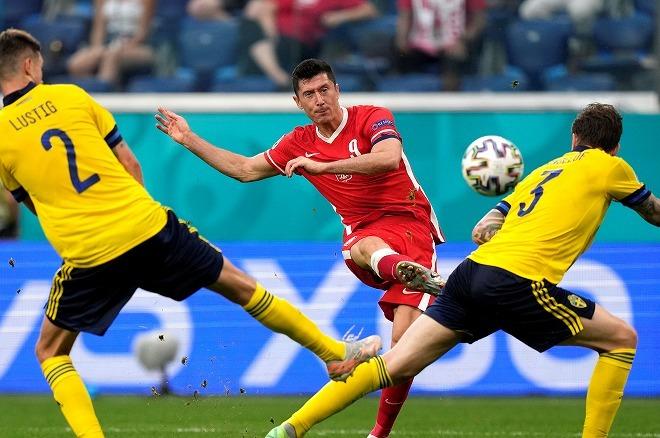 レバンドスキが意地の2ゴールも、ポーランドは敗退…劇的弾のスウェーデンが首位で16強入り