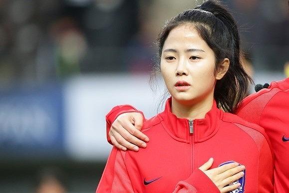 """「めっちゃ可愛い!」韓国女子代表の女神、イ・ミナがベッドで披露した""""大人のセルフィー""""に反響!「パジャマ姿が…」"""