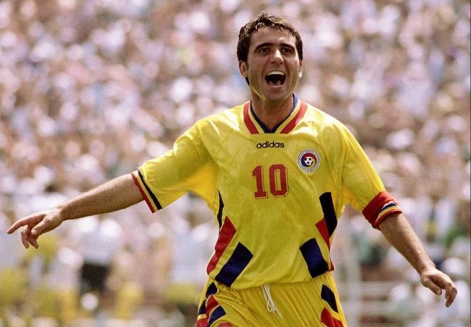 「黄金の左足だ!」ルーマニアの英雄がR・マドリー時代に魅せた圧巻ハットにファン熱狂!