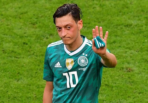 エジルが代表を引退!独サッカー連盟の会長を猛批判「勝てばドイツ人だが負ければ移民」