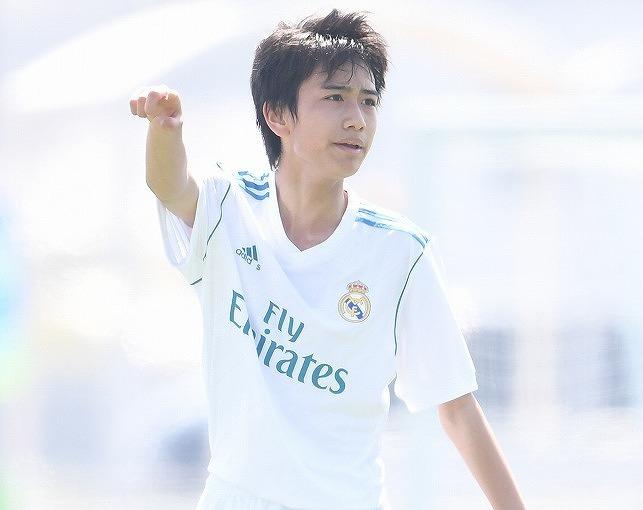 「日本のメッシのバルサ風ゴラッソだ」15歳の逸材、中井卓大のゴールに称賛の嵐! マドリー公式は週間ベストゴールに