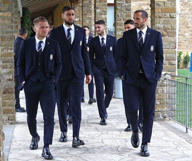 「イタリア代表×アルマーニ」がかっこよすぎる! やっぱりスーツはアッズーリが世界最高峰!
