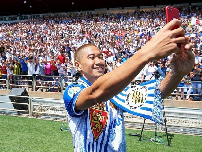 「空前の盛り上がり!」「異様な期待値」サラゴサ香川真司のお披露目セレモニーにファン7000人が集結!