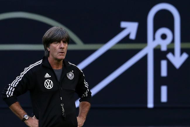 """【現地発】オランダに大逆転勝利を許したドイツ。レーブ監督が世代交代を推し進めるチームの""""かみ合わなさ""""を解決する方法は?"""