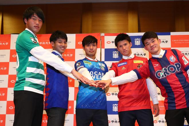 中央大がJ内定5選手の合同会見を開催。徳島加入内定の安部崇士は「1年目からレギュラーを勝ち取りたい」