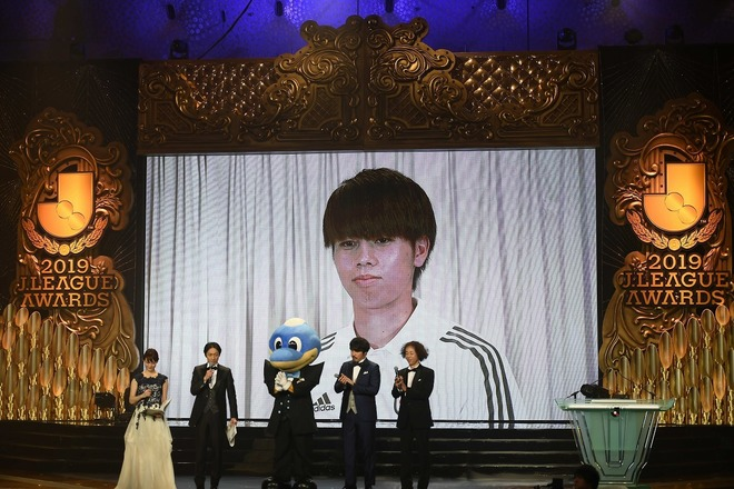 【Jアウォーズ】期待の新星、田中碧がベストヤングプレイヤー賞に輝く! 川崎からの受賞は史上初!