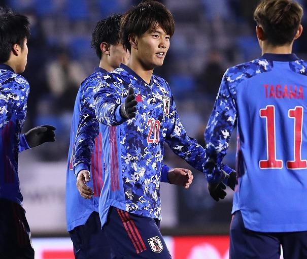 日本、5-0快勝!E-1選手権3大会ぶりⅤへ2連勝で日韓戦へ!小川航基が史上3人目のデビュー戦3ゴール!