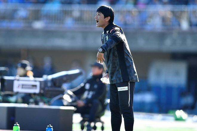 湘南、J1残留に導いた浮嶋敏監督の続投を発表!「攻撃的なチームを…」来季への意気込みを見せる