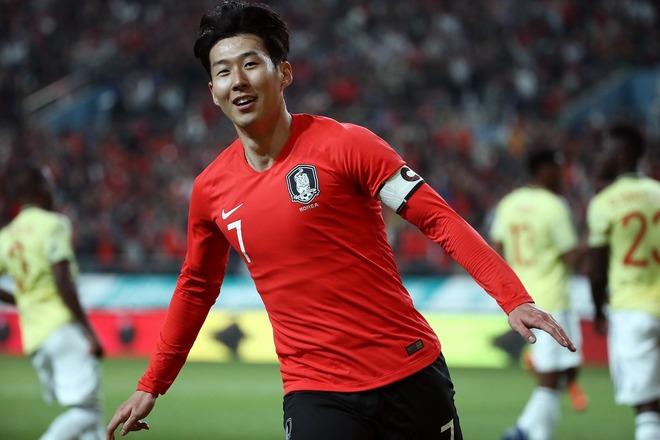 """「白虎じゃなくシマウマ?」韓国代表、今度は""""斬新すぎる""""新ユニホームに国内ファンが騒然!"""