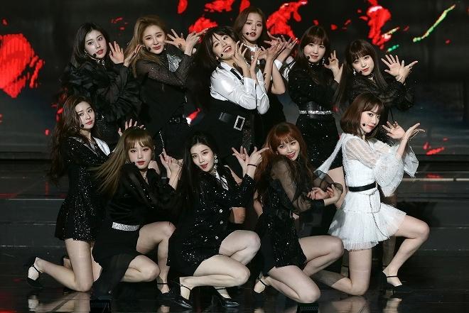 """C・ロナウドにハートを入れようとしてストップ! 韓国の人気女性アイドルの""""NG質問""""を巡って騒動に"""