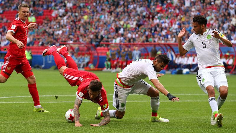 メキシコが激闘を制し準決勝進出、開催国ロシアの敗退が確定
