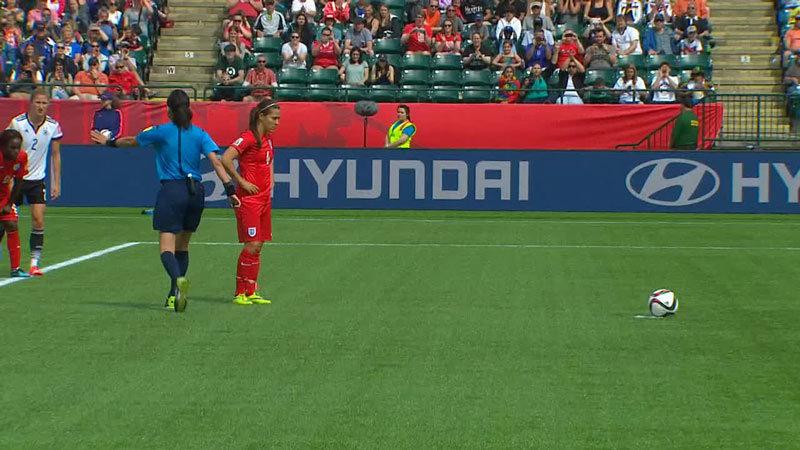 延長後半、イングランドがPKを決めて先制!