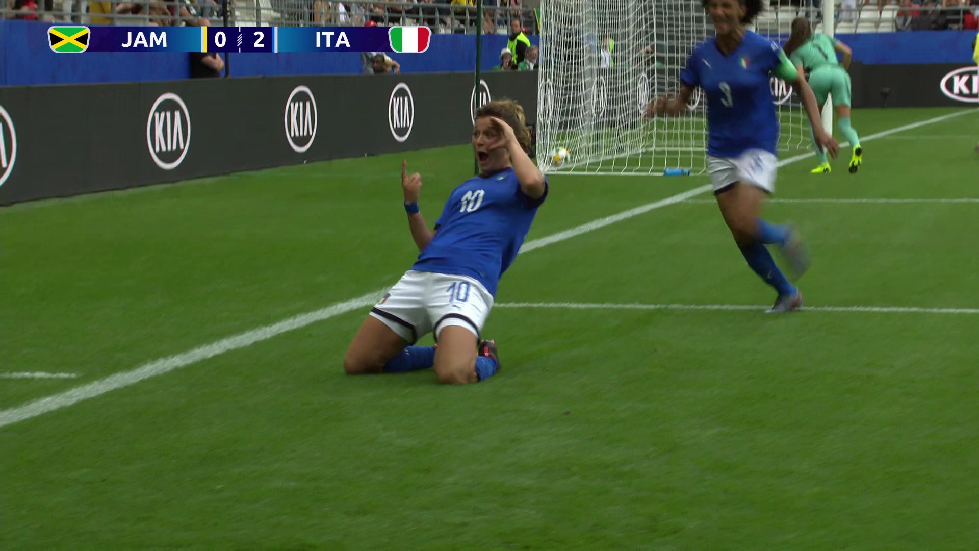 イタリアが大量5得点でジャマイカを下し、決勝T進出決定!【FIFA 女子ワールドカップ - グループC第2節 ハイライト動画】