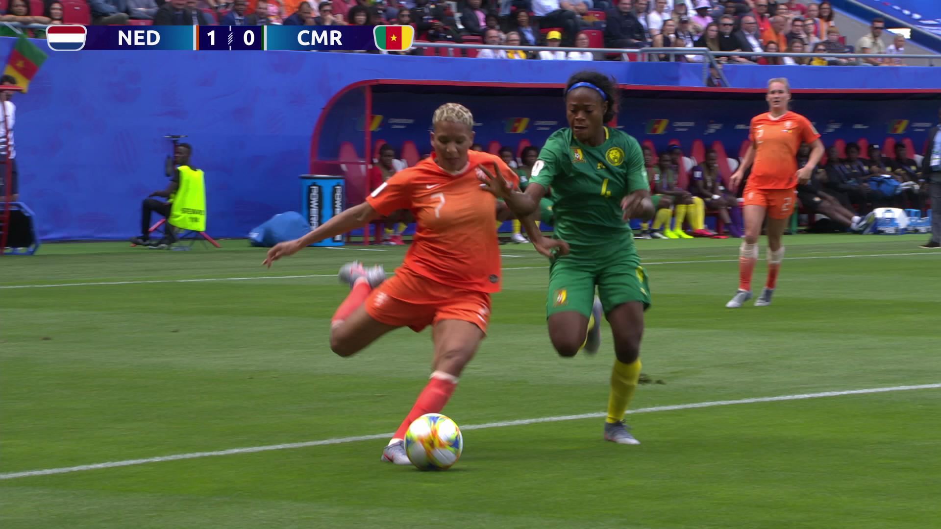 オランダ、カメルーンに3-1で快勝!2連勝で決勝T進出【FIFA 女子ワールドカップ - グループE第2節 ハイライト動画】
