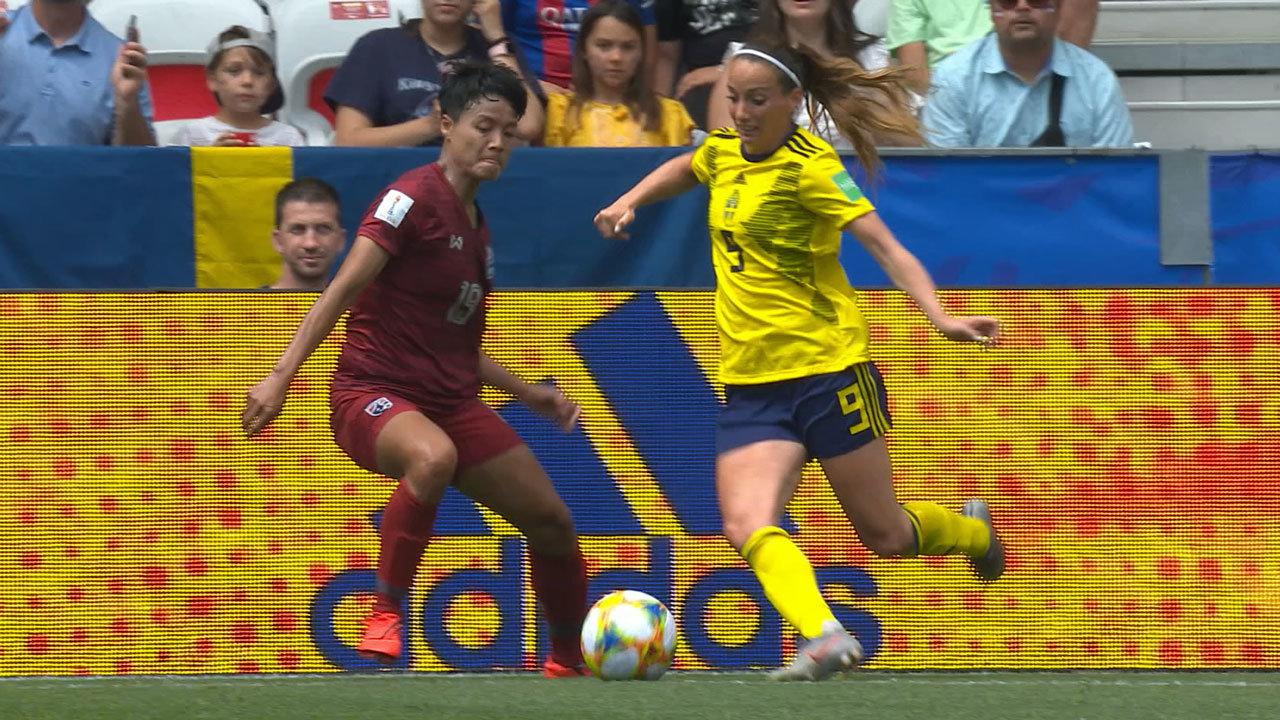 スウェーデンがタイに5-1で快勝!2連勝で決勝T進出を決める【FIFA 女子ワールドカップ - グループF第2節 ハイライト動画】