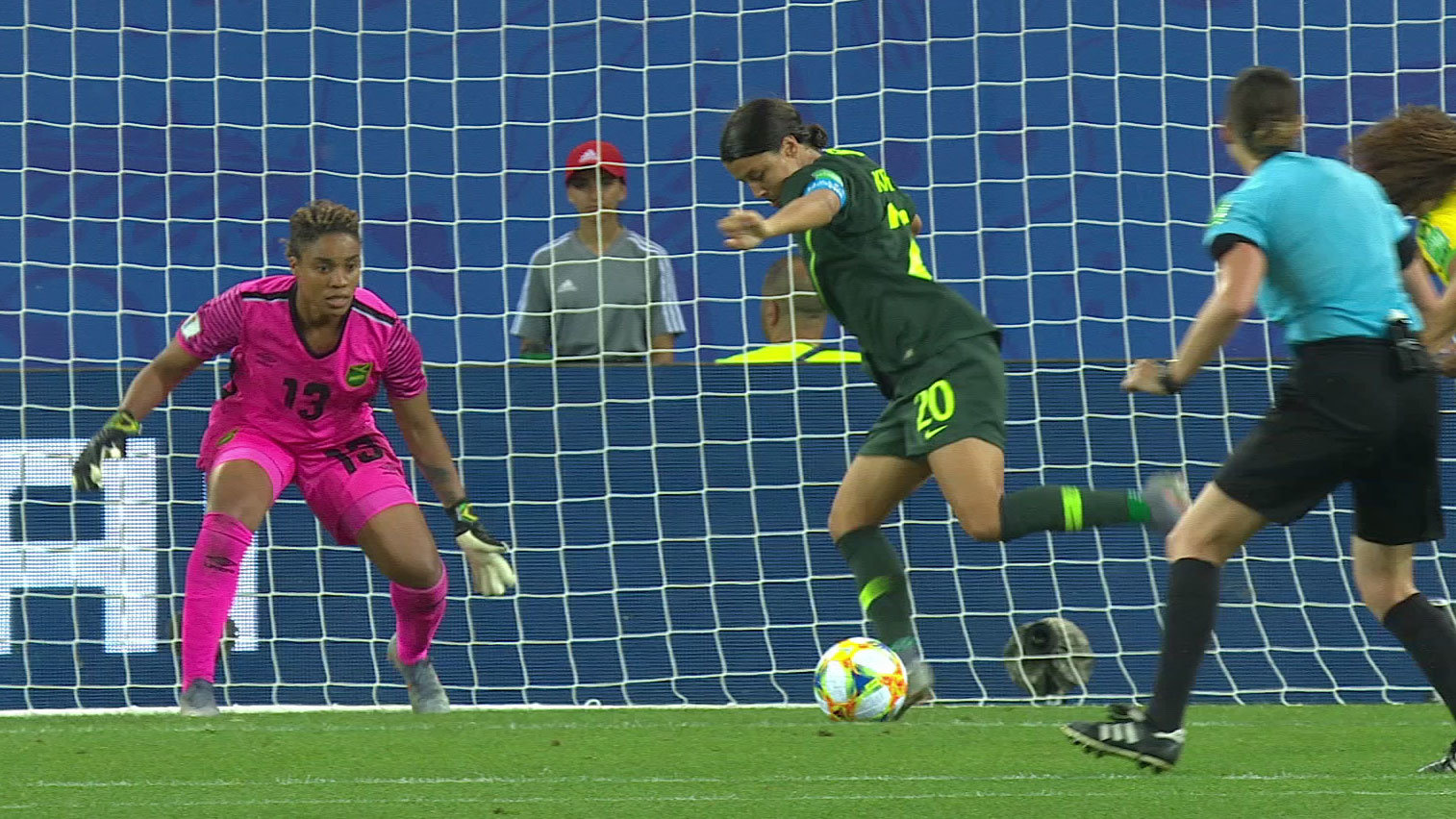 オーストラリア、サマンサ・カー4得点でジャマイカに勝利。オーストラリアはC組2位でGL突破【FIFA 女子ワールドカップ - グループC第3節 ハイライト動画】