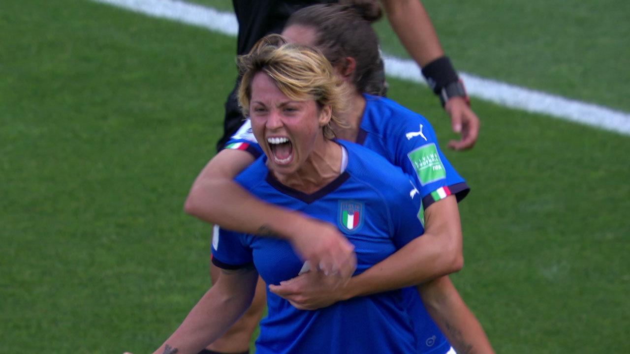 イタリアが2-0で中国に勝利。1991年大会以来2度目のベスト8進出【FIFA 女子ワールドカップ - ラウンド16 ハイライト動画】