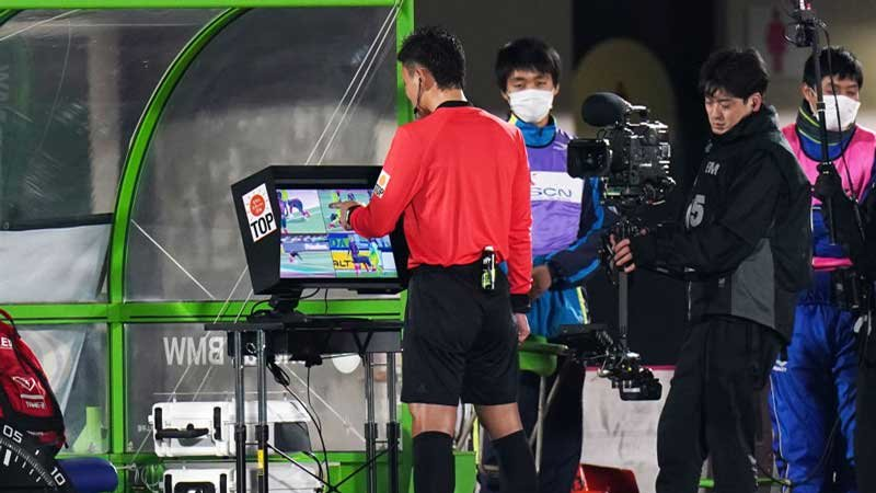 J開幕節で感じた、VAR導入の影響。東京五輪、W杯予選に向けても適応が急務